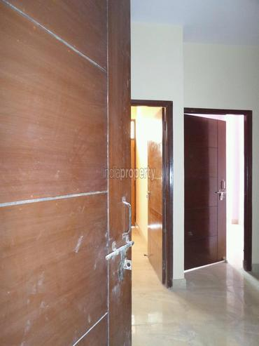 100 sqya builder floor in uttam nagar delhi 54 lacs for 100 floors floor 54