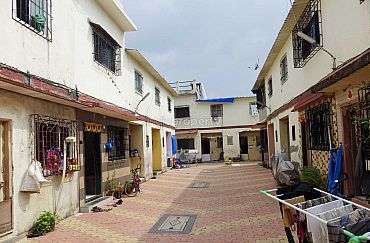 Sqme 1 bhk row house in malad west mumbai 44 lacs for Row houses for sale